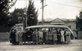 Day Trippers to the Blue Mountains from Sydney c1950's