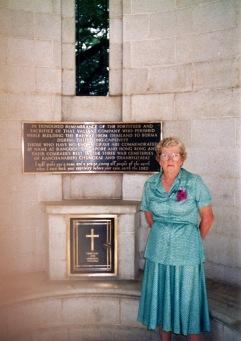 Elsie MATTHEWS nee VIDLER - Sister of George Thomas Vidler visiting his memorial in Kanchanaburi Cemetary in Thailand in 1989