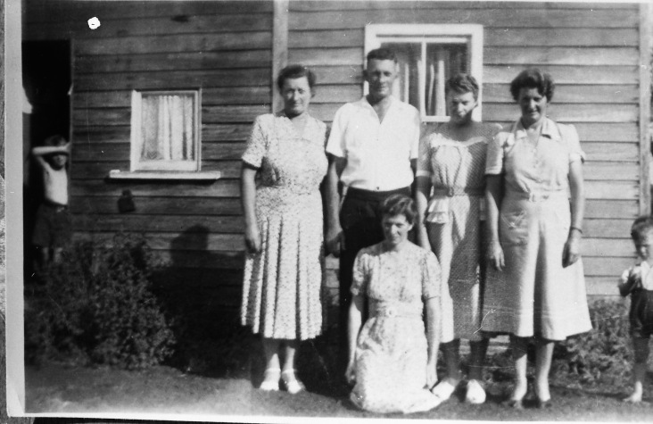 VIDLER - Marjorie (right) Gladys, Grace, John, Elsie